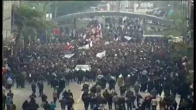 Miles de iraquíes acuden al funeral del general iraní Qassem Soleimani