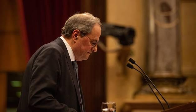 Foto de Quim Torra en la tribuna del Parlament en el pleno extraordinario convocado tras la decisión de la Junta Electoral Central