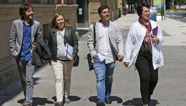 Foto de Mikel Buil, María Ros, Eduardo Santos y Ainhoa Aznárez, de Podemos.