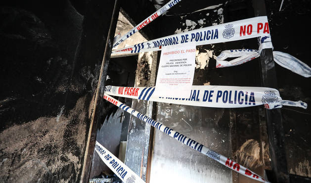 foto de Vivienda incendiada en la que han fallecido dos personas y un bebé está en la UCI en la barriada de La Hispanidad