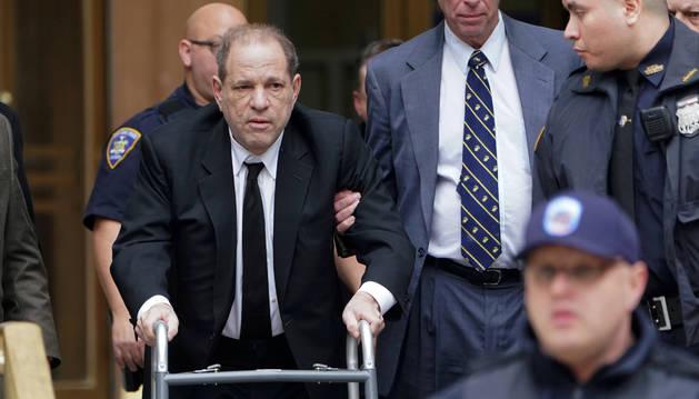 Foto de Harvey Weinstein a su llegada a su juicio en Nueva York.