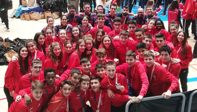 Foto de familia de las selecciones cadete e infantil de Navarra, que ha competido en Huelva.