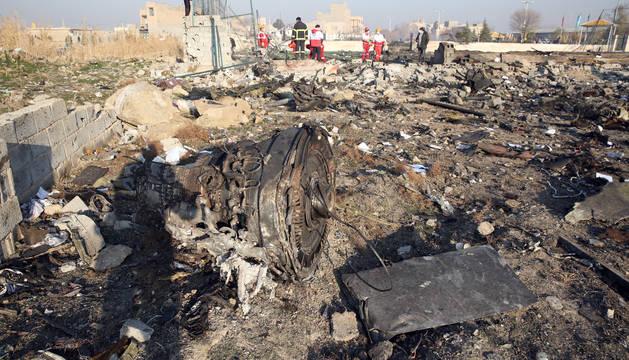 Foto de uno de los motores del Boeing 737-800 de la Ukraine International Airline estrellado cerca del aeropuerto Imam Khomeini en Teherán