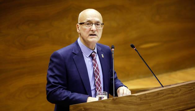 El consejero Ciriza, en el Parlamento de Navarra.