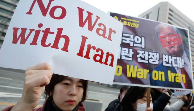Protesta contra la escalada bélica en Irán en Seúl.