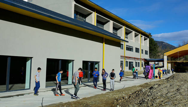 El nuevo colegio de Roncal ya en funcionamiento.
