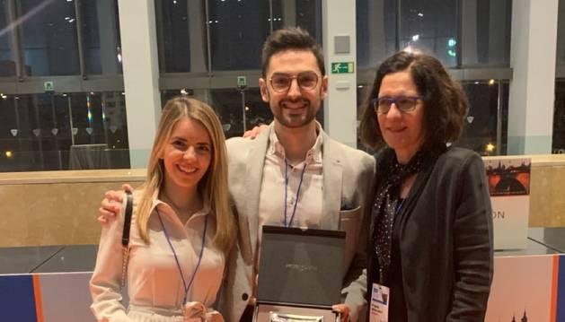 Foto de la Dra Oscoz, el Dr. Martínez de Espronceda y la Dra. Iglesias.