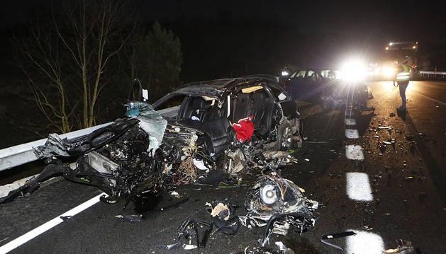 Uno de los vehículos implicados en el accidente mortal en la N-121-A.