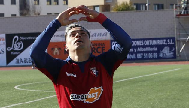 El Chimy Ávila celebra el segundo gol de Osasuna contra el Haro Deportivo.