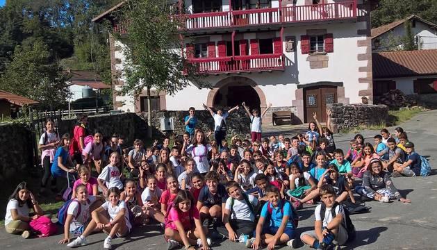 Fotod e alumnos de La Anunciata (Tudela) y Ermitagaña, en la edición de 2019.