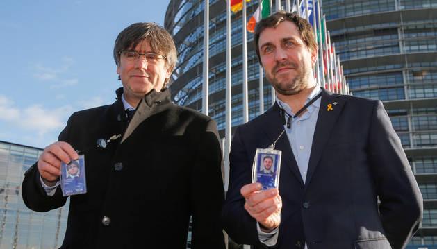 Imagen de Carles Puigdemont y Toni Comin, a la entrada del Parlamento Europeo.