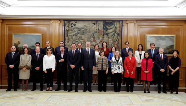 Imagen del presidente del Gobierno, Pedro Sánchez, con los 22 ministros.