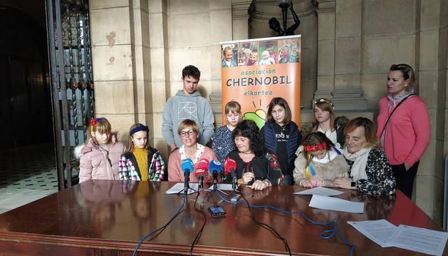Foto de la rueda de prensa ofrecida por la Asociación Chernóbil en San Sebastián.