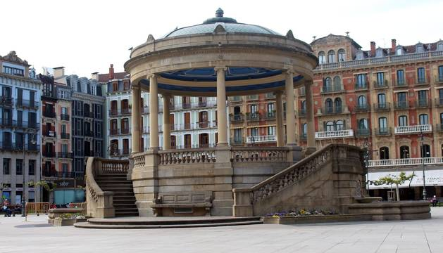 Foto del Kiosco de la Plaza del Castillo de Pamplona.