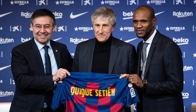 foto de Josep María Bartomeu, Quique Setién y Eric Abidal, en la presentación del nuevo entrenador del Barcelona
