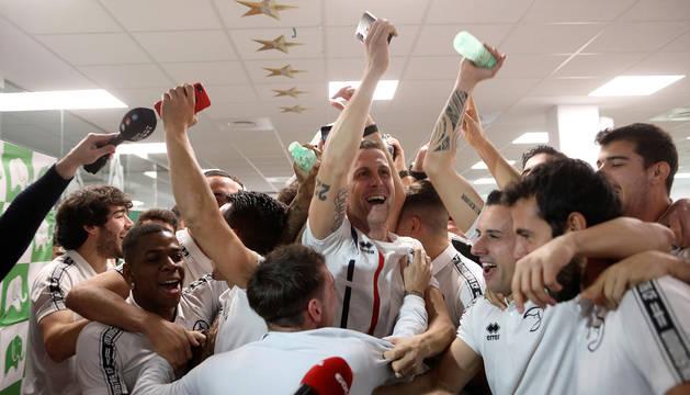 Los jugadores del Unionistas de Salamanca celebran que se enfretarán al Real Madrid en los dieciseisavos de final de la Copa del Rey.