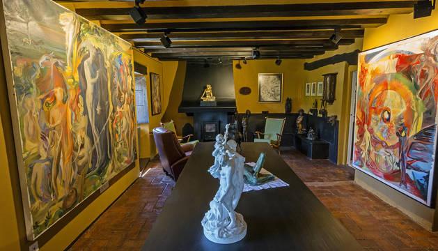 Sala de la fundación, con pinturas de Lenaerts.