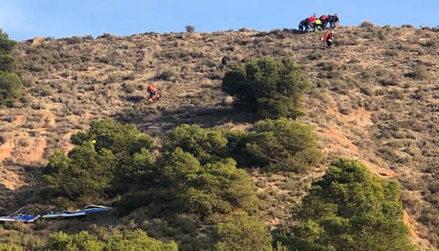 Los equipos de rescate, en la ladera donde sufrió el accidente el pamplonés fallecido.