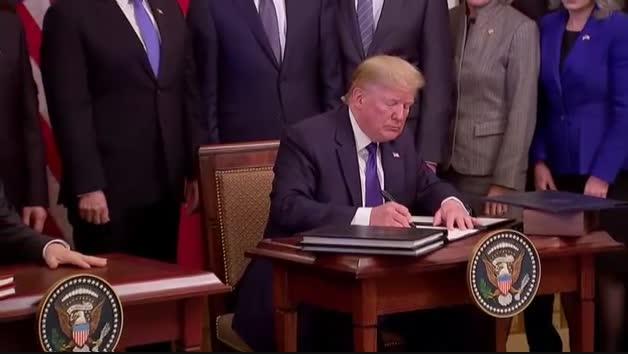 EEUU y China firman la tregua comercial