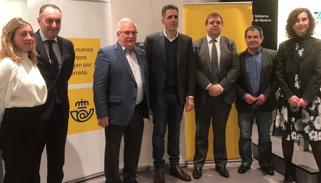 foto de Asistentes al acuerdo de colaboración entre la Fundación Miguel Induráin y Correos