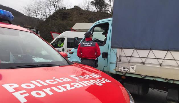 Denunciado un camionero en Bera por conducir mientras veía una telenovela en la tablet