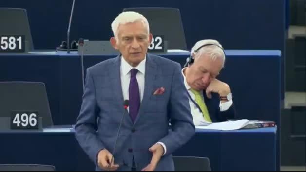 Margallo da una cabezada en el plenario del Europarlamento