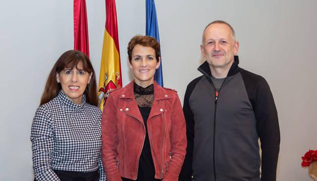 El presidente de la MCP, David Campión, se reúne con la presidenta de Navarra