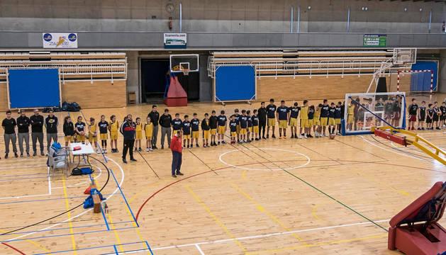 El club baloncesto Oncineda al que pertencía Ixeya guardó ayer en el polideportivo de Estella un minuto de silencio en sus partidos.