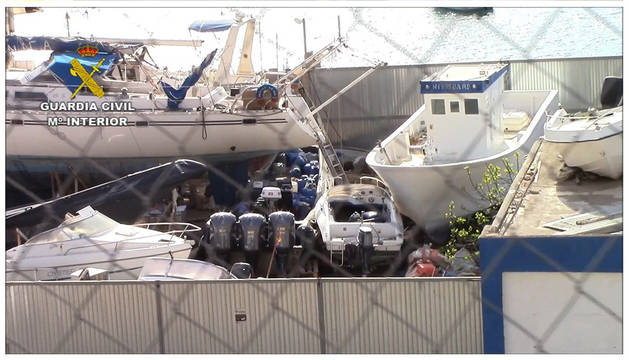 Los arrestados compraban embarcaciones a un depósito de Almería que custodiaba neumáticas intervenidas.