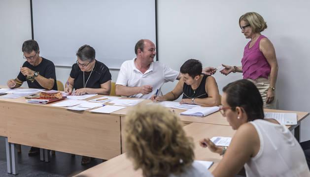 Foto del acto de elección de colegios para los profesores de Religión celebrado en el departamento de Educación del Gobierno de Navarra.
