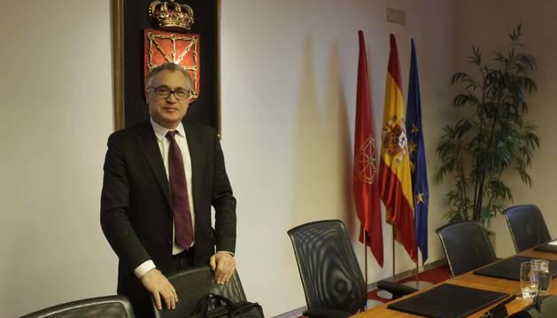 Foto de Javier Enériz, el 8 de enero en el Parlamento, al que acudió para hablar sobre las Becas Navarra y las quejas por su devolución.