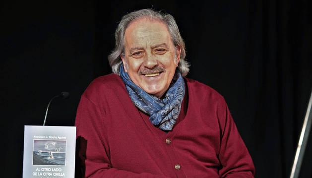 Foto de Paco Ocaña Aguirre, de 70 años, presentó su último poemario el viernes en la Casa de la Juventud.