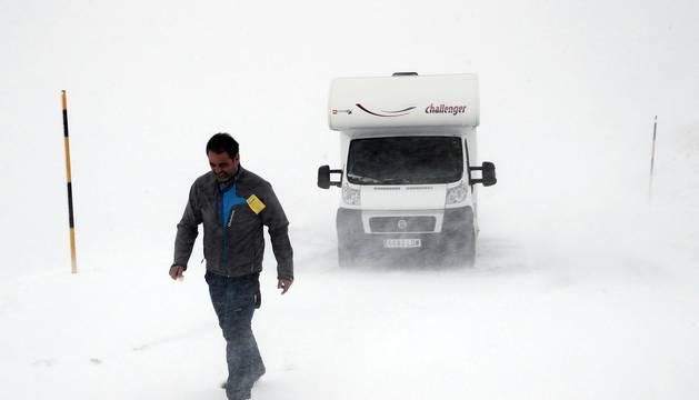 La nieve ha cubierto este domingo la zona de Larra-Belagoa.