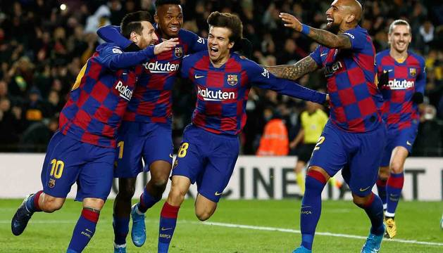 Messi, Ansu Fati, Riqui Puig y Vidal celebran el gol que daba la victoria al Barcelona.