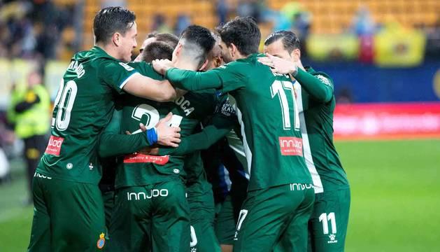 La plantillad el Espanyol celebrando uno de los goles ante el Villarreal.