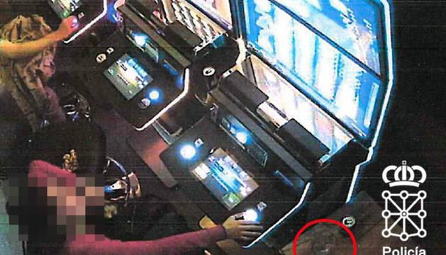 Investigada tras apostar en un salón de juego en Tudela y romper la pantalla