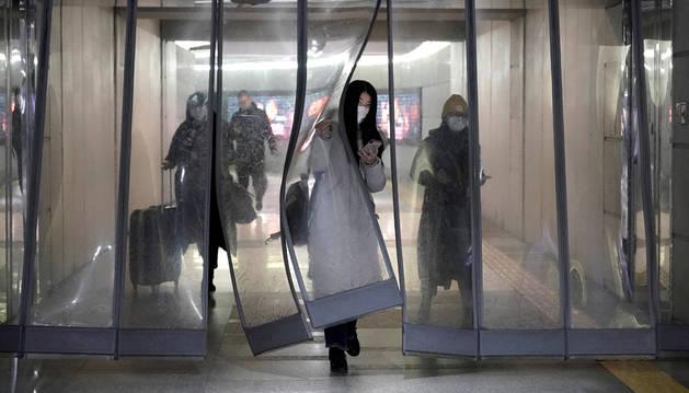 China confirma que la neumonía de Wuhan puede transmitirse entre humanos