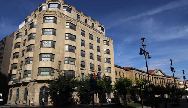 Imagen del edificio de Hacienda y Palacio de Navarra.