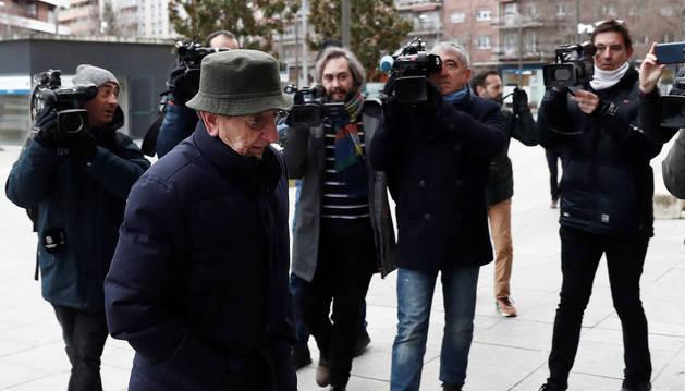 Foto del exdirectivo de Osasuna Juan Pascual llega a la Audiencia Provincial de Navarra .