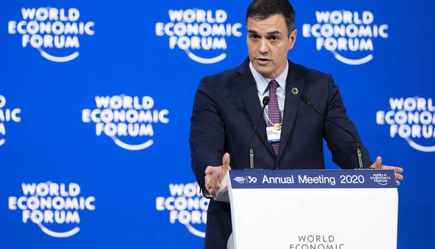 El presidente del Gobierno, Pedro Sánchez, interviene en la segunda jornada del Foro Davos, este miércoles, en Davos (Suiza).