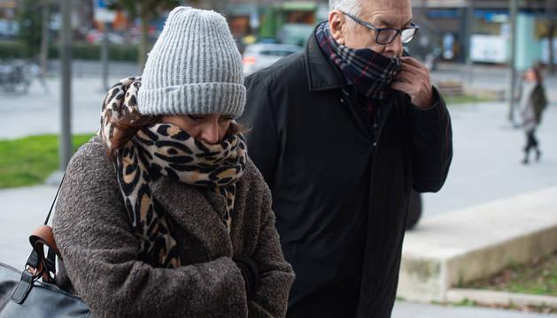 Los agentes inmobiliarios Cristina Valencia (i) y Albert Nolla (d) acuden a declarar en la tercera sesión del juicio.