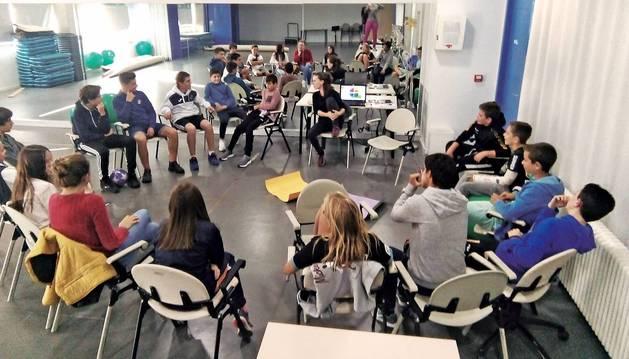 Imagen de una de las actividades programadas para conocer opiniones de los jóvenes de Berrioplano.