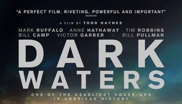 Cartel de la película 'Aguas oscuras'.