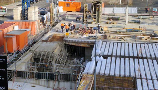 Cinco trabajadores han resultado heridos de carácter leve este viernes en una obra en Ripagaina. El siniestro se ha producido en una obra en construcción en la calle Lisboa.