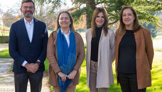 De izquierda a derecha, Pablo Pérez (GIHRE), María Beunza (Innovactoras), Inmaculada Alva (GIHRE) y MªCruz Díaz de Terán (GIHRE), integrantes del equipo de investigación.