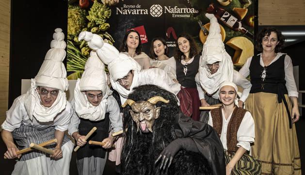 Actores y actrices del grupo de teatro 'En la Chacena'.