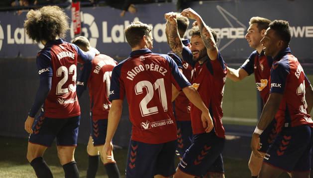 Alegría de los jugadores de Osasuna, y en especial de Iñigo Pérez y Rubén García, autores de los dos goles.