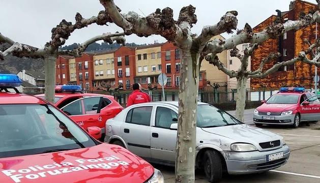Actuación de una patrulla de la Policía Foral en Azagra.