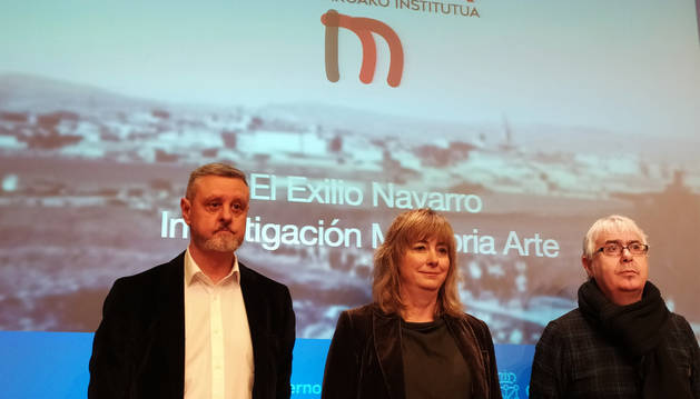 De izda. a dcha., Martín Zabalza, Ana Ollo y José Miguel Gastón durante la presentación del programa.