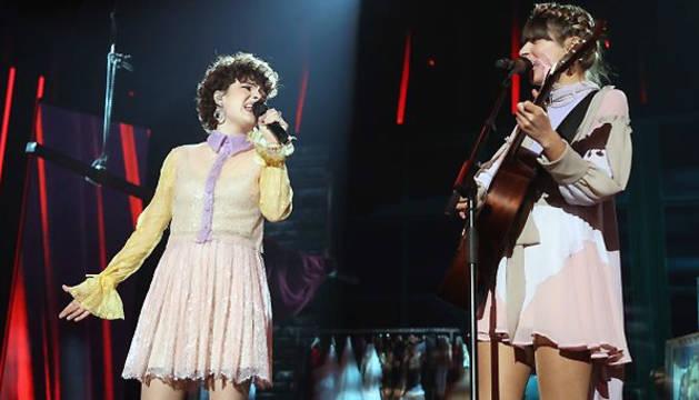 Anne Lukin y Maialen Gurbindo, durante su actuación.